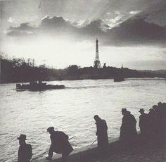 fantomas-en-cavale:  Roger Schall- Les pêcheurs en Seine, vue sur la Tour Eiffel et sur le pont Alexandre-III, 1938