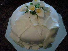 Small tulips wedding cake. Grandma Birthday Cakes, Tulip Wedding, Tulips, Wedding Cakes, Pudding, Desserts, Food, Wedding Gown Cakes, Tailgate Desserts