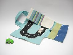 Car roll holder and little play mat for kids by robedellarobi, €26.00