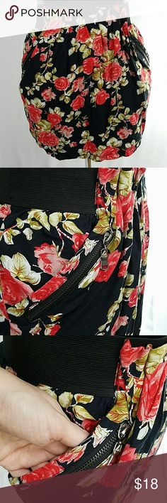 """🆕Twenty-one Floral print skirt Large 100% rayon, fully lined, 2 open pockets under 2 zipper pockets at sides, 2.25"""" tall x 14.5"""" wide unstretched, 19"""" stretched elastic waistband. 14.75"""" long Twenty One Skirts"""