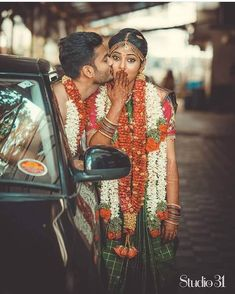 51 Thumping Wedding Photography Poses for Couples To Give a Perfect Touch to Their Wedding Album - Gutzg Sites Photo Poses For Couples, Couple Photoshoot Poses, Couple Posing, Wedding Photoshoot, Wedding Shoot, Wedding Couples, Indian Wedding Couple Photography, Wedding Couple Poses Photography, Mehendi Photography