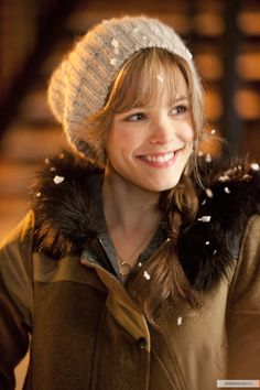 rachel mcadams-love the hat & parka! You are in the right place about Beautiful Celebrities quizes Here we offer you Rachel Mcadams Pelo, Rachel Anne Mcadams, Rachel Mcadams Bangs, Rachel Mcadams Hairstyles, Rachel Mcadams Movies, Rachel Mcadams The Notebook, Beautiful Smile, Beautiful People, Beautiful Women