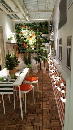 Balkon mit Pflanzenwand, IKEA