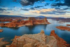 This reservoir, the second-largest human-made lake in the United States, straddles the Utah-Arizona ... - Gleb Tarro/shutterstock