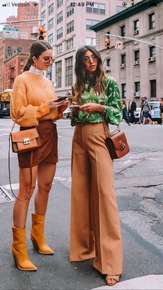 20 Way to Look Fabulous on Your Oldschool Outfits 20 Way to Look Fabulous on Your Oldschool Outfits 70s Inspired Fashion, 70s Fashion, Look Fashion, Fashion Outfits, Fashion Trends, Mode Outfits, Fall Outfits, Casual Outfits, Look Street Style
