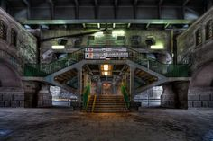 Under the (Poniatowski) Bridge (photo Maciej Adamek)