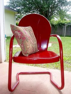 Thinking about repainting my vintage style metal chairs. A new look for a new yard.