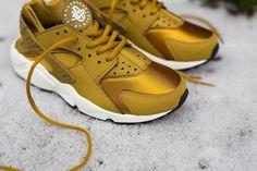 Nike-Air-Huarache-Wmns-Bronzine2