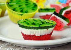 Arbuziczki - mini serniczki arbuzowe - DoradcaSmaku.pl Homemade Pastries, Watermelon Recipes, Polish Recipes, How Sweet Eats, Cookie Desserts, Mini Cakes, Tasty Dishes, Cake Recipes, Food And Drink