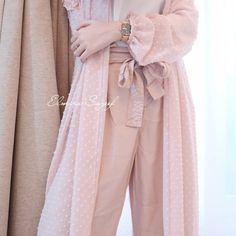 No photo description available. Modern Hijab Fashion, Abaya Fashion, Muslim Fashion, Modest Fashion, Fashion Dresses, Fashion Tips, Hijab Dress Party, Hijab Style Dress, Dress Brokat