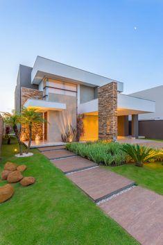 Chris Brasil Arquitetura e Interioresが手掛けた一戸建て住宅デザインです。こちらでお気に入りの一戸建て住宅デザインを見つけて、自分だけの素敵な家を完成させましょう。