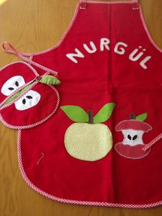 Cute Aprons, Applique Templates, Kids Apron, Mug Rugs, Craft Gifts, Cool Things To Make, Accent Pillows, Pot Holders, Sewing Projects