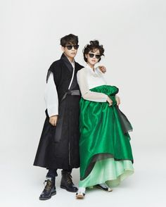 한복 Hanbok : Korean traditional clothes[dress] | #ModernHanbok I like the guy's hanbok. They look a little ridiculous though with their poses