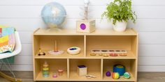 Week Rotating toys the Montessori way = better, deeper play - Lovevery Toddler Learning, Toddler Toys, Toddler Activities, Fun Activities, Baby Toys, Early Learning, Baby Painting, Montessori Toys, Montessori Toddler