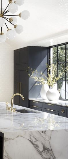 The 50 BEST BLACK KITCHENS - kitchen trends you need to see. It is no secret, in the design world, that dark kitchens are all the rage right now! Black kitchens have been popping up left and right and we are all for it, well I am anyways! Home Design, Küchen Design, Design Ideas, Design Basics, Design Trends, Modern Kitchen Design, Interior Design Living Room, Modern Design, Black Interior Design