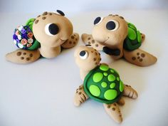 Sea Turtle Family Wedding Cake Topper - Choose Your Colors Polymer Clay Animals, Cute Polymer Clay, Cute Clay, Polymer Clay Miniatures, Polymer Clay Creations, Polymer Clay Crafts, Diy Fimo, Fondant Animals, Clay Art Projects