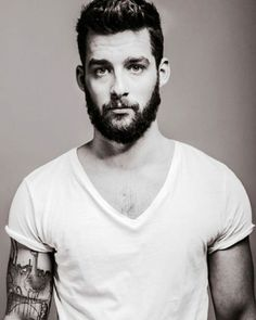 white tee tuesday. #classic #menwithink #inked #menwithstyle #rugged #thebeardlife #hombreUP