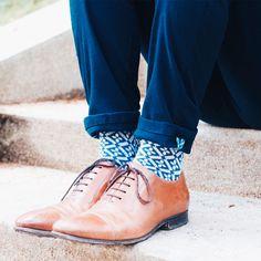 La chaussette BOUTON molletonnée vous donnera l'impression d'être en apesanteur, tout en apportant une touche classe à vos tenues ! Men Dress, Dress Shoes, Impression, Oxford Shoes, Lace Up, Socks, France, Mood, Fashion