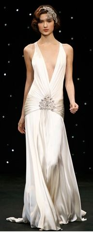 jenny packham glamour inspired white silk gown with low waist. would love this in dark blue Look Gatsby, Gatsby Style, Flapper Style, Great Gatsby Gown, 1920 Gatsby, 1920 Style, Jenny Packham, 1920s Wedding, Wedding Gowns