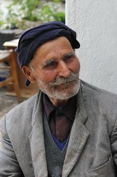 105 years old Mr Manolis from Zenia village of Lassithi, Cretan instrument and spoon maker, photographed in 2009. Credits:Martine Prest