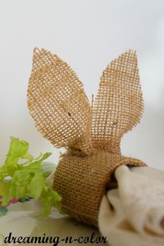 dreamingincolor: How To Make Bunny Napkin Rings {tutorial} a pier 1 knock off ...Too cute!