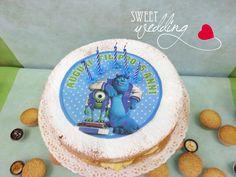 Torta di compleanno Monster University organizzata da Sweet Party. Pan di Spagna con farcitura di crema pasticcera e frutta fresca di stagione. Contattaci e scoprirai una festa diversa dal solito.