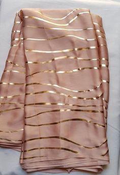 PEACH Pure Satin Silk Designer Saree Zig Zag Printed Girlish Sari With Golden Plain Unstitched Blouse Fabric Dress Material Floral Print Sarees, Saree Floral, Bridal Silk Saree, Satin Saree, Silk Satin, Mode Wax, Peach Saree, Dress Indian Style, Indian Wear