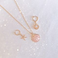 Tiffani Roolia *This is so beautiful Dainty Jewelry, Cute Jewelry, Jewelry Box, Jewelery, Jewelry Accessories, Fashion Accessories, Jewelry Necklaces, Fashion Jewelry, Kawaii Jewelry