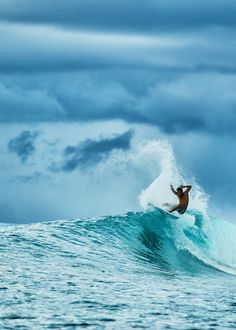 This makes me pumped for the summer days surfing #surfing #waves #summerdays