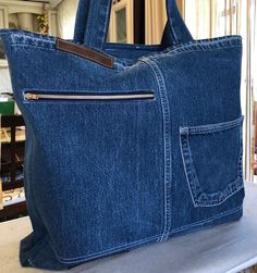 Old jeans - new ideas! 3 Bags from old jeans, the work of our members. The album is open to all. Denim Tote Bags, Denim Handbags, Jean Crafts, Denim Crafts, Diy Sac, Jean Purses, Diy Jeans, Denim Ideas, Recycled Denim