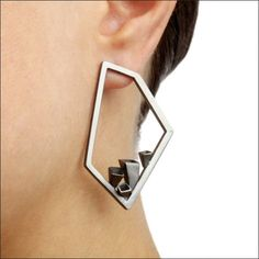 Nicole Schuster - earrings like the form and geometric forms protruding from the base esp the way they are - Luxury jewelry Minimal Jewelry, Modern Jewelry, Metal Jewelry, Jewelry Art, Jewelry Accessories, Fine Jewelry, Luxury Jewelry, Bijoux Design, Schmuck Design