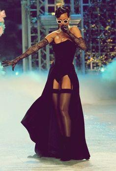 Rihanna being sexy Rihanna Fan, Rihanna Style, Rihanna Fashion, Beyonce, Rihanna Outfits, Stage Outfits, Rock Dress, Phresh Out The Runway, Divas