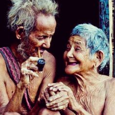 Old Love portrait Vieux Couples, Growing Old Together, Old Faces, Young At Heart, Old Love, Interesting Faces, People Around The World, Belle Photo, Make Me Smile