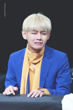 My Boyfriend is Taehyung Daegu, Bts Meme Faces, Bts Memes, Funny Faces, Bts Boys, Bts Bangtan Boy, K Pop, V Taehyung, Bulletproof Boy Scouts