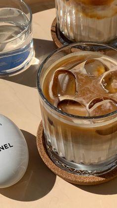 Aesthetic Coffee, Aesthetic Food, Iced Coffee, Coffee Time, Coffee Break, Good Food, Yummy Food, Think Food, But First Coffee