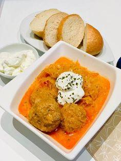 Káposztás húsgombóc tejfölösen Hungarian Cuisine, Thai Red Curry, Food And Drink, Chicken, Ethnic Recipes, Cubs