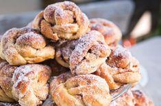 Fikadags? Här är ett fantastiskt recept på bullar med en twist! Fika, Apple Recipes, Doughnut, Nom Nom, Cheesecake, Muffin, Brunch, Sweets, Cookies