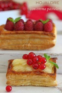 Hojaldre relleno de crema pastelera Mini Desserts, Cherry Desserts, Gourmet Desserts, Christmas Desserts, Gourmet Recipes, Sweet Recipes, Snack Recipes, Dessert Recipes, Puff And Pie