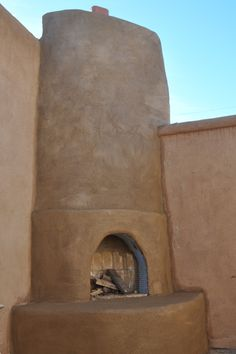 Outdoor adobe fireplace for our future home in Arizona/New Mexico. Outdoor Retreat, Outdoor Rooms, Outdoor Living, Adobe Fireplace, Mexican Patio, Indoor Fireplaces, New Mexico Style, Outside Room, Backyard House