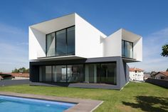 Striking Modern Architecture Defining S.Roque House I in Portugal