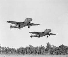 TWA-0006533 © WestPix VAMPIRE AIRCRAFT TAKE OFF IN FORMATION AS THEY PRACTICE…