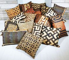 Loving all of the patterns, textures and designs on these Kuba cloth pillows I recently made and listed in my online shop. Loving all of the patterns, textures and designs on these Kuba cloth pillows I recently made and listed in my online shop. African Living Rooms, African Room, Inexpensive Home Decor, Cheap Home Decor, African Interior Design, Stoff Design, African Home Decor, Ethnic Decor, Contemporary Home Decor