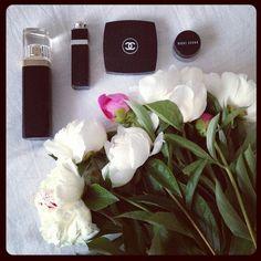 dariapogo's photo on Instagram #peonies #makeup #perfume #oftheday #glam