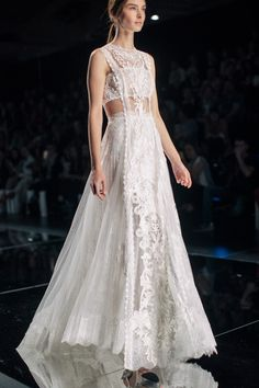 Bohemian Bridal Gowns / Yolan Cris Spring 2016 Bridal / Photo: The LANE