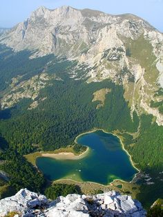 Trnovacko Lake in Montenegro is a natural heart-shaped lake. Montenegro, Ex Yougoslavie, Beautiful World, Beautiful Places, Europa Tour, Heart In Nature, Belleza Natural, Macedonia, Slovenia