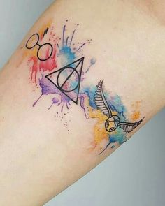 Searching for some cool Harry Potter tattoos? You& in the right place! With our magical designs, Harry Potter will forever live in your heart. Harry Potter Drawings, Harry Potter Pictures, Harry Potter Art, Small Harry Potter Tattoos, Mini Tattoos, Small Tattoos, Small Arrow Tattoos, Unique Tattoos, Initial Tattoo