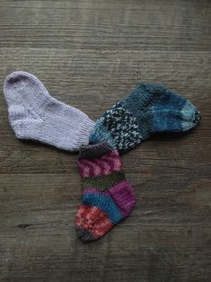 """The """"Perfect"""" Baby Sock Pattern - [Knits In By Denine] Knitted Socks Free Pattern, Kids Knitting Patterns, Baby Sweater Knitting Pattern, Knitting For Kids, Baby Patterns, Knitting Socks, Knitted Baby Socks, Knitted Slippers, Knit Socks"""