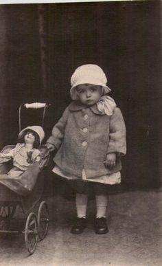 Vintage Photos of Little Girls Posing with Their Dolls