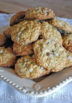 Les gourmandises d'Isa: BISCUITS À L'AVOINE ET AUX PÉPITES DE CHOCOLAT Cookie Recipe No Butter, Biscuit Cookies, Easy Cookie Recipes, Desert Recipes, No Bake Desserts, Scones, Biscotti, Muffins, Food And Drink