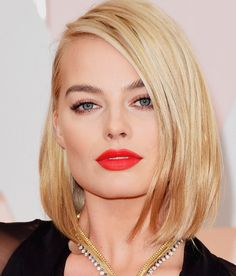Margot Robbie at the 2015 Oscars: the orange-red lip is Hourglass Raven liquid lipstick over the matching lip pencil.